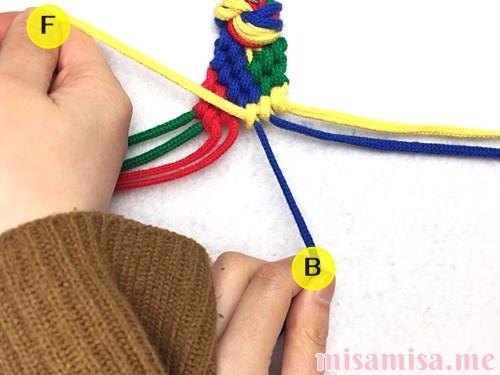 4色8本のモザイク模様ミサンガの作り方手順155