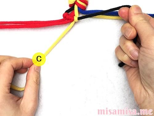 3色7本の縦ストライプ模様ミサンガの作り方手順20