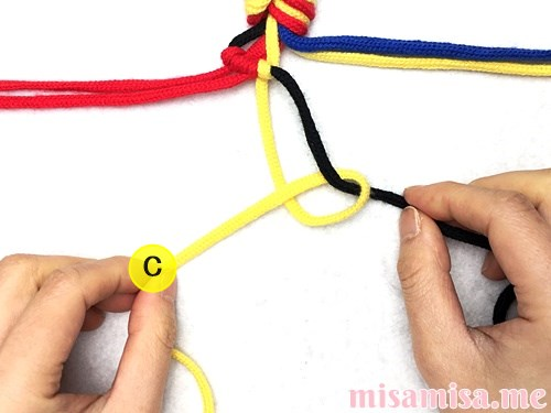 3色7本の縦ストライプ模様ミサンガの作り方手順21