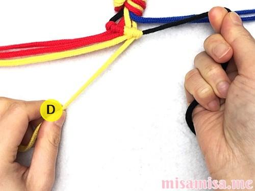 3色7本の縦ストライプ模様ミサンガの作り方手順29