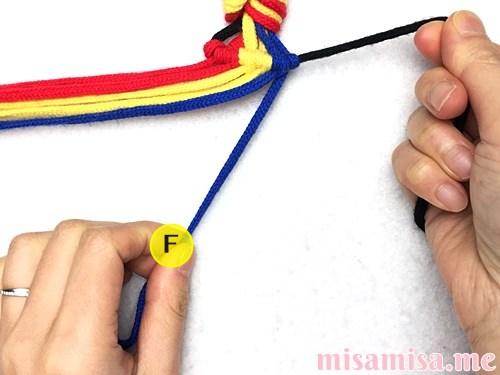 3色7本の縦ストライプ模様ミサンガの作り方手順41