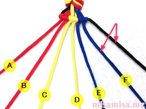 3色7本の縦ストライプ模様ミサンガの作り方手順45