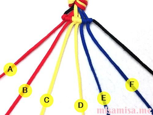 3色7本の縦ストライプ模様ミサンガの作り方手順44