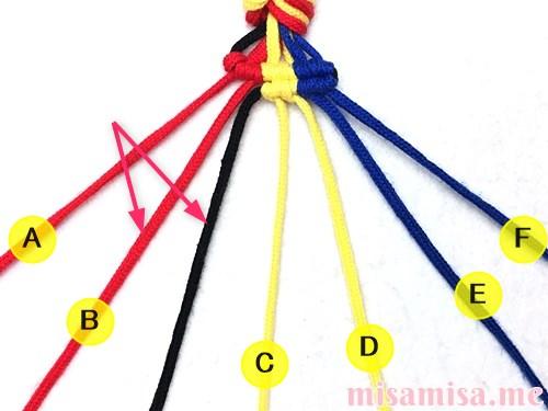 3色7本の縦ストライプ模様ミサンガの作り方手順73