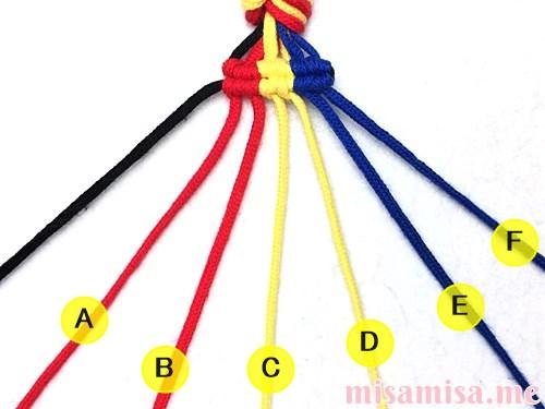 3色7本の縦ストライプ模様ミサンガの作り方手順86